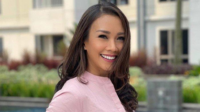 Sosok Melanie Putria PutriIndonesia2002, 2 Tahun Menjanda Kini Dilamar Kekasih di Atas Helikopter