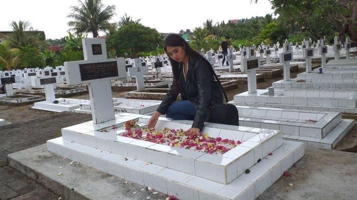 Noni Sulut 2019, Nathania Limantara berziarah ke Taman Makam Pahlawan, Minggu (10/11/2019).