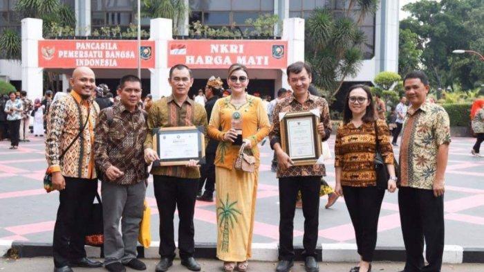 Mendagri Tito Karnavian Serahkan Penghargaan Swasti Saba Padapa Untuk Minsel