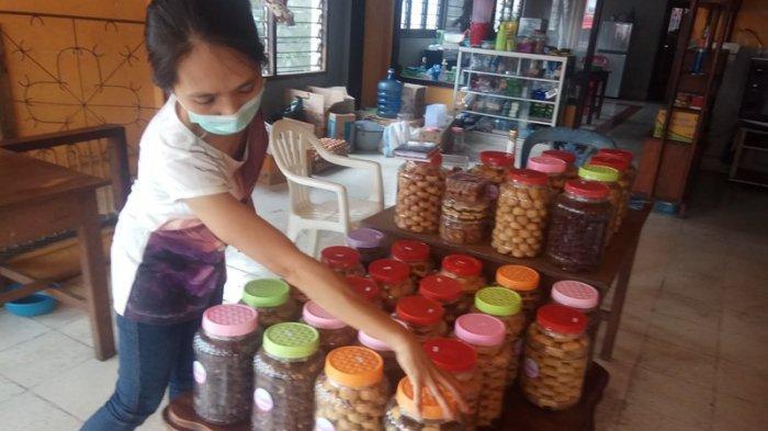 Menjual Kue Natal di Tengah Pandemi Covid-19, Nancy: Malah Makin Laris