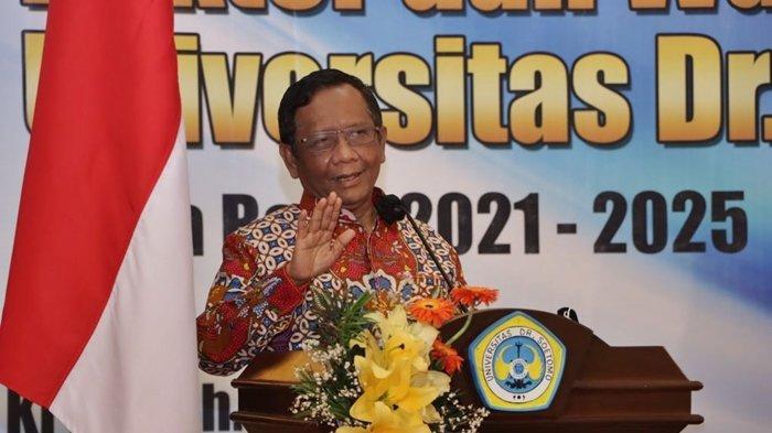 Menko Polhukam Mahfud MD saat hadiri pelantikan Dr Siti Marwiyah SH MH sebagai Rektor Universitas Dr Soetomo (Unitomo) Surabaya.