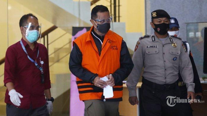 Mensos Juliari Batubara saat mengenakan rompi orens ditahan KPK.