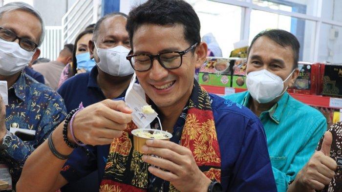 Menteri Pariwisata dan Ekonomi Kreatif Sandiaga Uno cicipi Klappertart