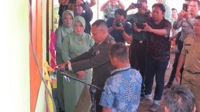 Peringati HUT TNI ke-73, Dandim Bolmong Resmikan Rumah Warga dari Kegiatan Bedah Rumah