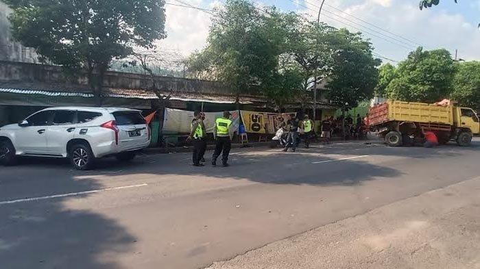 Kecelakaan Lalu Lintas, Mobil Pajero Sport Tabrak Dump Truk dan 6 Sepeda Motor, Pengemudi Mengantuk