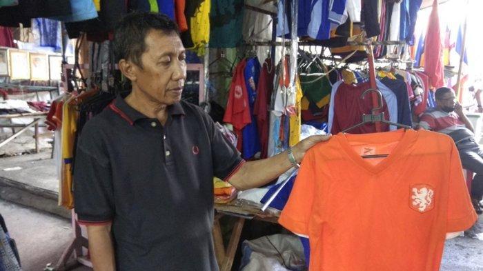 Penjual Jersey Euro 2020 di Manado Menyesal Tidak Ada Stok Baru yang Masuk