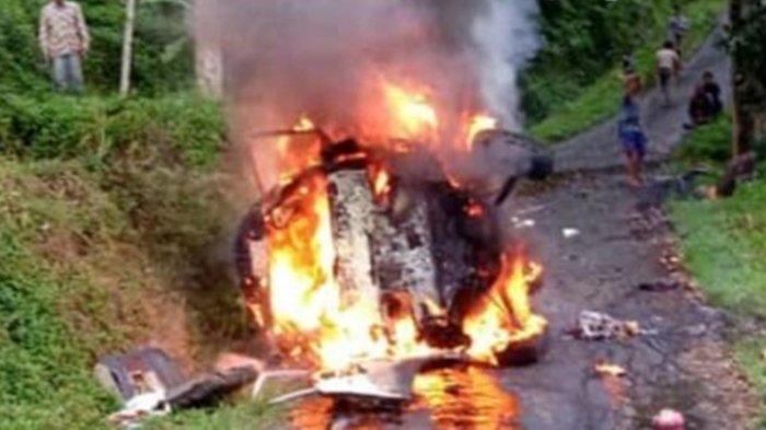 Kecelakaan Maut Tadi Pukul 06.30 WIB, Sopir Tewas di Tempat, Angkot Terguling Lalu Terbakar