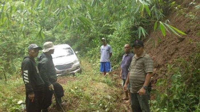 Mobil Avanza dengan nomor polisi Z 1167 LD, yang tersesat di hutan Gunung Putri Majalengka Jawa Barat.