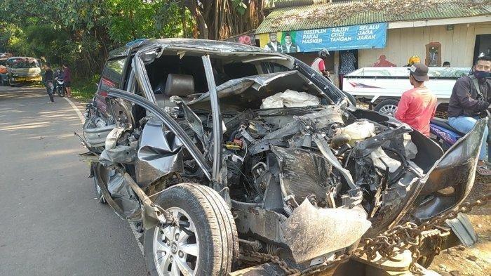 Kecelakaan Maut Pukul 10.30 WIB, Satu Orang Tewas di Tempat, Avanza Menyalip Lalu Menabrak Truk Fuso