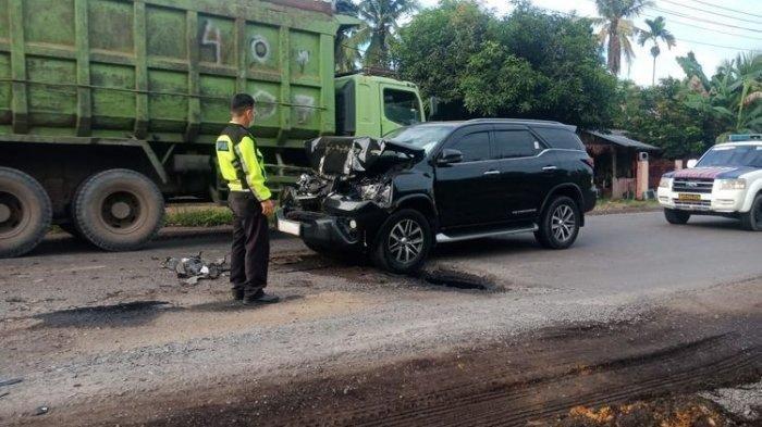 Kecelakaan Pukul 15.30 WIB, Mobil Fortuner Bupati Merangin Tabrak Truk Batu Bara, Begini Kondisinya