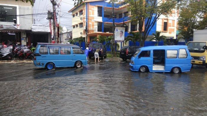 UPDATE, Warga Mengeluh Semenjak Gorong-gorong Dibuat, Sering Banjir Dekat Kantor Camat Wenang