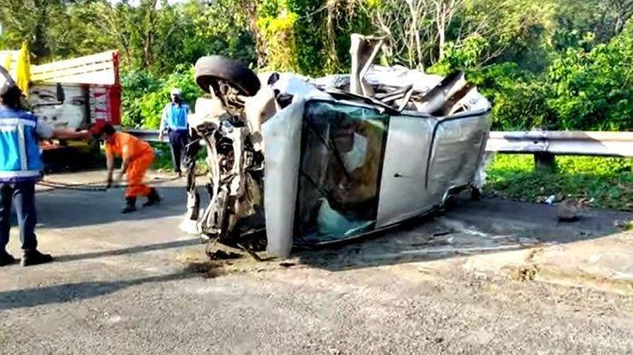 Kecelakaan Maut Pukul 02.00 WIB, Seorang Penumpang Tewas, Mobil Luxio Remuk Usai Tabrakan dengan Bus