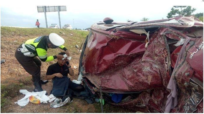 Kecelakaan Maut, Mobil Merah Terbalik hingga Keluar Pagar Pembatas Ruas Tol, Dua Korban Wanita Tewas