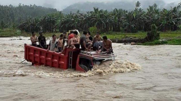 BREAKING NEWS - Dikira Hanyut, Ini Penyebab Mobil Truk Terperosok di Sungai Ranoyapo Minsel