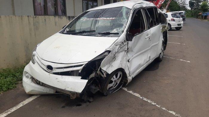 Kecelakaan Tunggal di Jalan Raya Walian Tomohon, Mobil Remuk, Satu Kritis, Sopir Sempat Lari