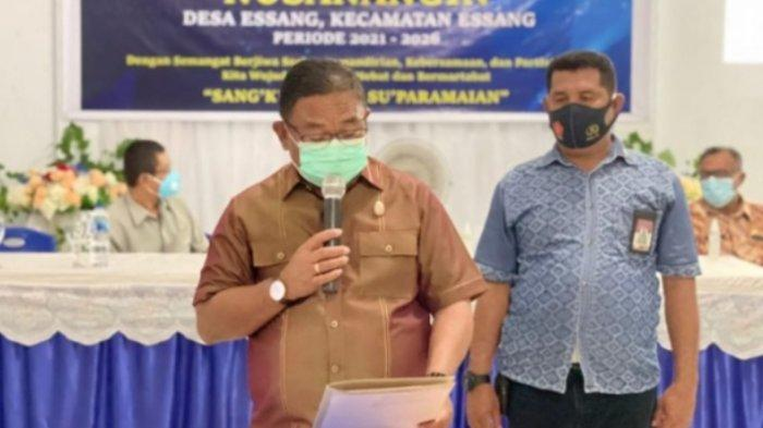Wabup Talaud Moktar Arunde Parapaga Lantik Pengurus Karangtaruna Nusanangin Desa Esang