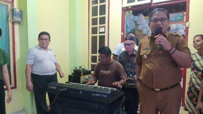 Suara Merdu Wakil Bupati Talaud Moktar Parapaga Meriahkan Acara Syukuran di Desa Bitunuris