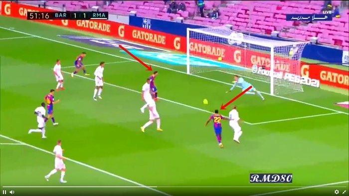 (Momen Lionel Messi tampak kecewa pada Ansu Fati saat melawan Real Madrid pada laga pekan ketujuh Liga Spanyol 2020-2021./via BolaSport.com)