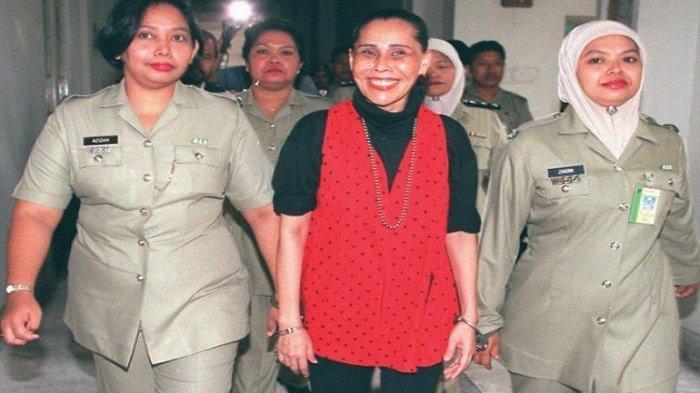 Sosok Mona Fandey, Penyanyi yang Jadi Dukun Hingga Bunuh Satu Politikus, Senyumnya Menakutkan
