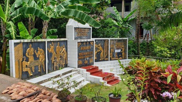 Monumen Lokasi Pengibaran Bendera Merah Putih Pertama di Pulau Siau Pasca Kemerdekaan RI