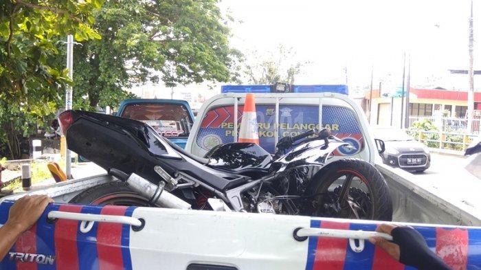 Motor korban diangkut pihak kepolisian.