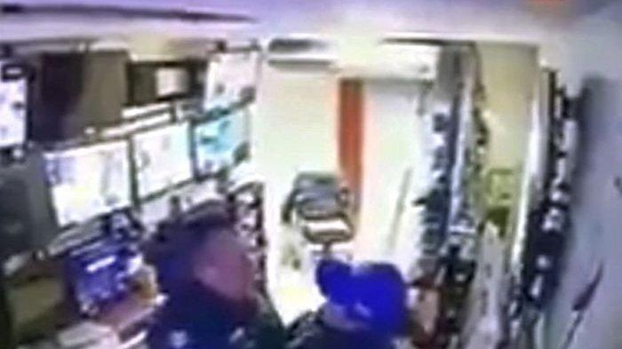 2 Oknum Polisi Terekam CCTV saat Berhubungan saat Jam Kerja, Curi Kesempatan Saat Sepi, Kini Dipecat