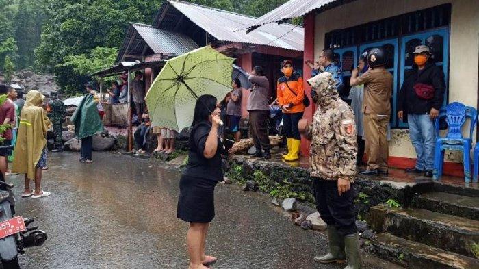 Musibah bencana alam banjir bandang, yang terjadi di lingkungan II (Namitung), Kelurahan Bahu Kecamatan Siau Timur, Senin (29/3/2021).