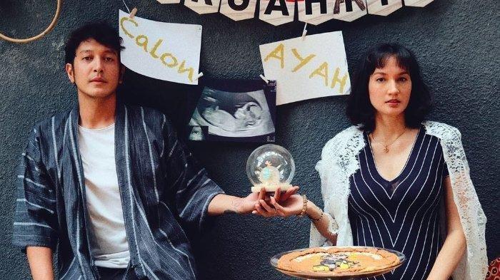 Alasan Nadine Chandrawinata dan Dimas Anggara Tak Mau Tau Jenis Kelamin Calon Bayi