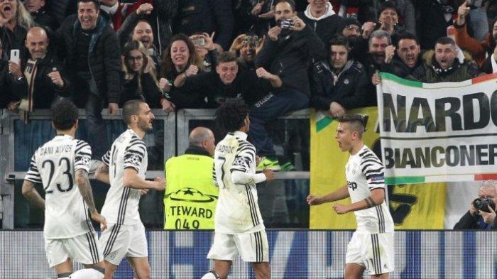 Nama-nama Pemain Juventus dan FC Porto - FOTO Penyerang Juventus, Paulo Dybala (kanan), merayakan gol yang dia cetak ke gawang FC Porto dalam laga leg kedua babak 16 besar Liga Champions di Juventus Stadium, Turin, Italia, pada 14 Maret 2017.