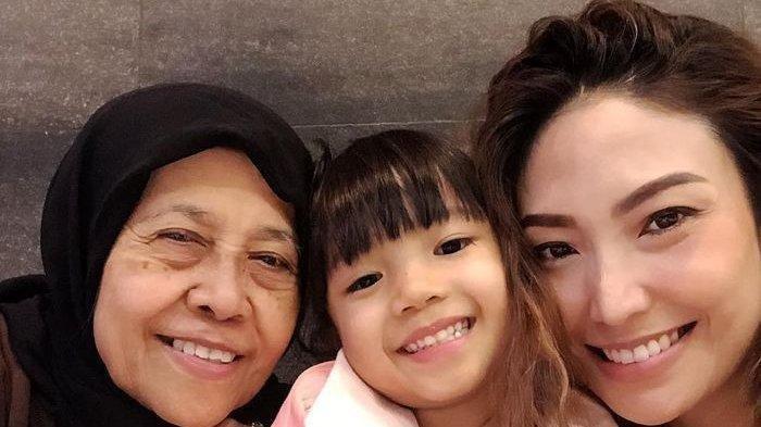 Ibu Ayu Dewi Meninggal karena Pneumonia, Ini Gejala Remehnya, Stop Kebiasaan Ngupil!