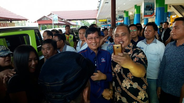 Ribuan Kader Nasdem Sambut Vicky Lumentut di Bandara, 'Selamat Datang di Nasdem Pak Wali Kota'