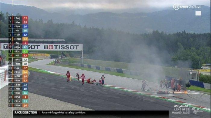 Potret Terbakarnya Motor Dani Pedrosa dan Lorenzo di MotoGP Styria, Petugas Kibarkan Red Flag
