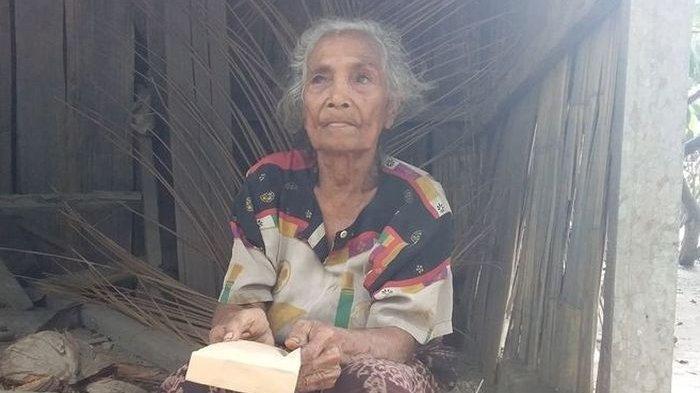 Nenek Paulina Dapat Santunan Uang Rp 10 Juta dari Presiden Jokowi