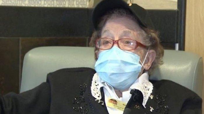 Ruth Shuster, pegawai McDonald's di Pennsylvania, Amerika Serikat (AS), yang telah berusia 100 tahun.