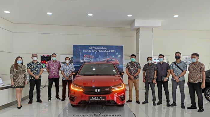 Manajemen Honda KMG Manado memperkenalkan New Honda City Hatchback RS di Diler Honda KMG Manado, Jumat (07/05/2021).