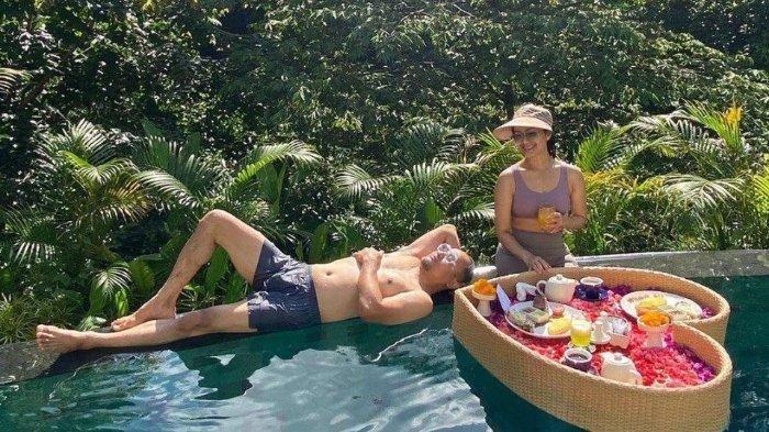 Nikmati Liburan Romantis di Bali, Iis Dahlia dan Suami Digoda untuk Punya Anak Lagi