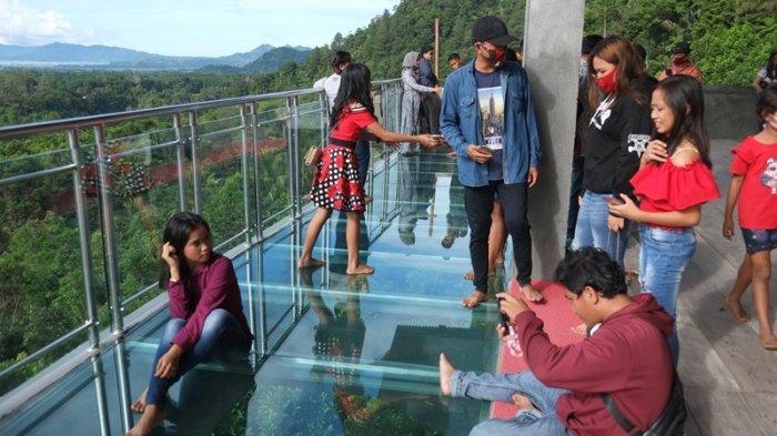 Objek Wisata Lantai Kaca Noongan Sajikan Panorama Lembah, Danau Tondano dan Sunset