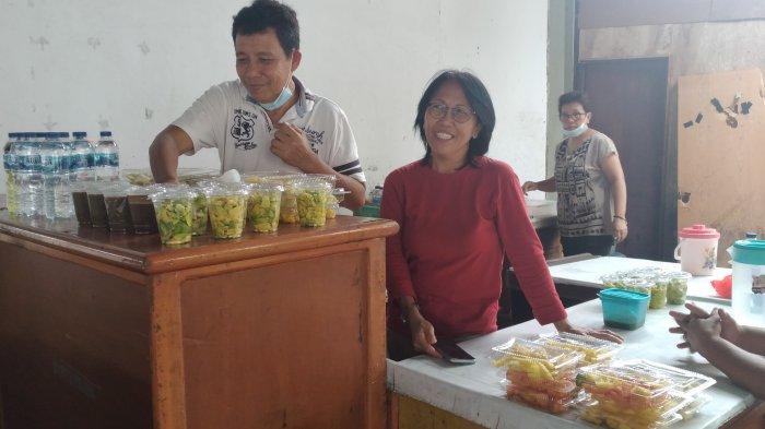 Tante Ola Raup Untung Rp600 Ribu per Hari dari Penjualan Makanan