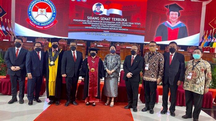Megawati Soekarnoputri Terima Gelar Profesor HC Dari Unhan, Olly Dondokambey Hadir