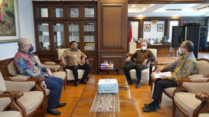 Olly Dondokambey menemui Menteri Koperasi Usaha Kecil dan Menengah, Teten Masduki, di Jakarta, Kamis (16/9/2021).