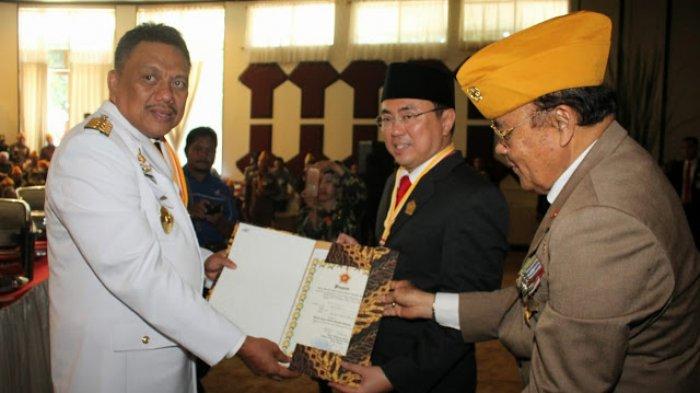 Andrei Angouw Terima Penghargaan Bintang LVRI, Ketua DPRD Baca Teks Proklamasi Kemerdekaan RI