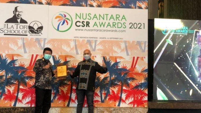 Operation Head DPPU Hasanuddin Maros, Yudho Wibowo saat menerima penghargaan semalam