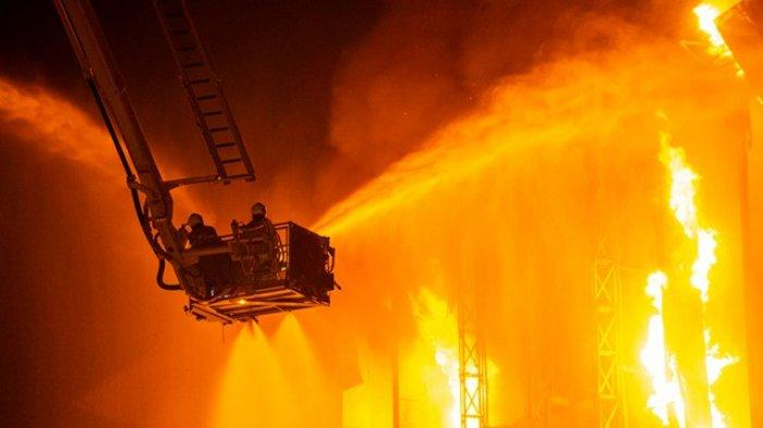 Polisi Periksa CCTV Mesin Absensi: Kasus Kebakaran Gedung Kejagung