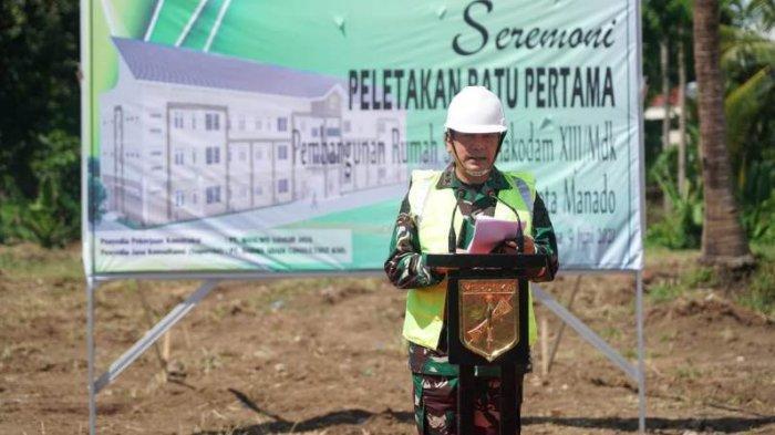 Pangdam XIII/Merdeka Mayjen TNI Santos G Matondang dalam acara pembukaan pembangunan rumah susun (Rusun) di di Markas Kompi Senapan C Yonif R 712/WT Desa Tateli, Kecamatan Mandolang, Kabupaten Minahasa, Rabu (9/6/2021).