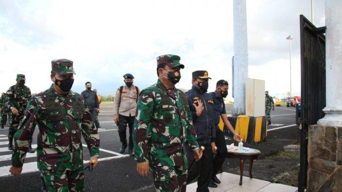 Panglima TNI Marsekal TNI Dr Hadi Tjahjanto SIP tiba di Bandara Sam Ratulangi Manado, Sulut
