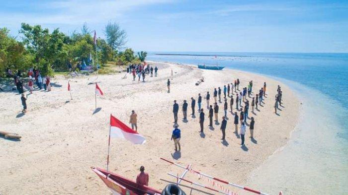Pesona Pantai Bongkil di Kabupaten Bolmut, Tempat yang Tepat untuk Berkemah Bareng Keluarga
