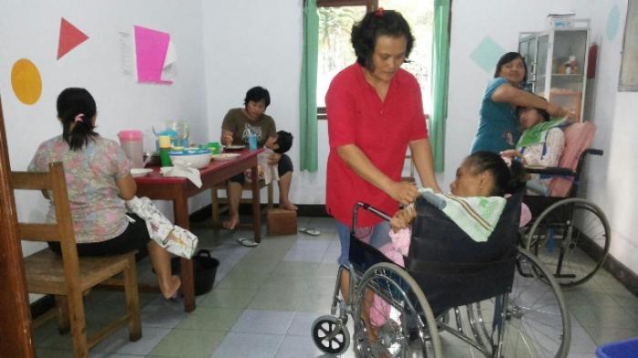 Dharma Wanita Provinsi Sulut Anjangsana ke Panti Asuhan di Tomohon
