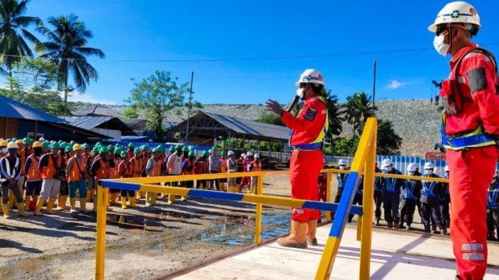 Para pekerja di Bendungan Lolak.