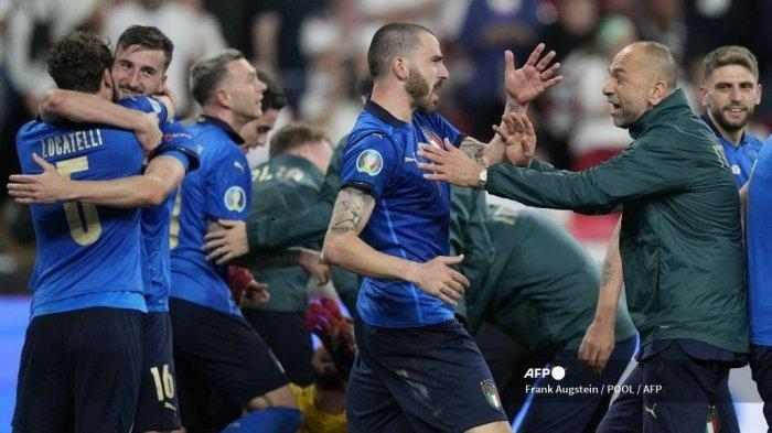 Para pemain Italia merayakan setelah memenangkan pertandingan sepak bola final UEFA EURO 2020 antara Italia dan Inggris di Stadion Wembley di London pada 11 Juli 2021.