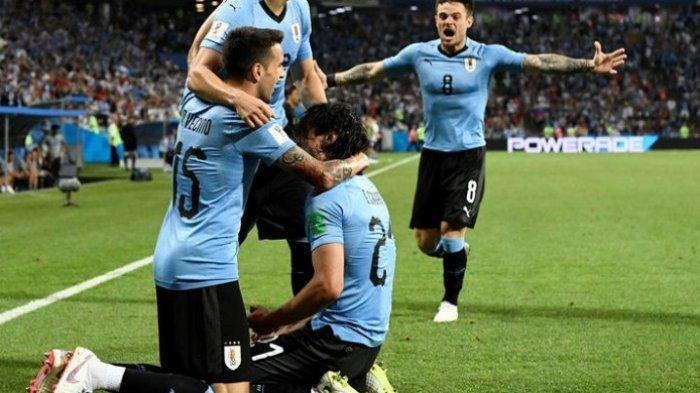 Edison Cavani Tantang Messi Berkelahi, Wasit Asal Israel Hukum dengan 5 Kartu Kuning
